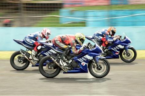 Yamaha YZF R15_1 On Yamaha Asean Cup Race